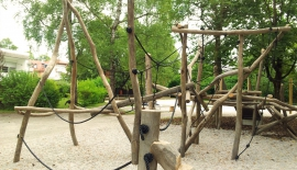 Spielplatz-Klettergestell-1