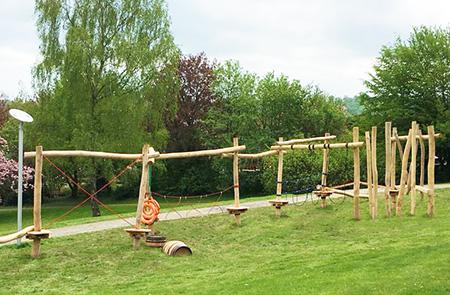 Abenteuerpfad Niedrigseilgarten